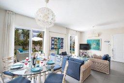 Гостиная. Кипр, Сиренс Бич - Айя Текла : Потрясающая вилла с 3-мя спальнями, с большим зелёным садом, с бассейном, солнечной террасой с патио и барбекю, расположена в 300 метрах от моря