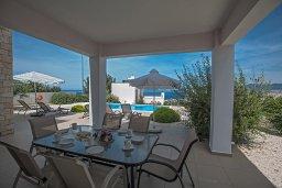 Терраса. Кипр, Лачи : Фантастическая вилла с 3-мя спальнями и потрясающим видом на Средиземное море, с открытым плавательным бассейном и барбекю