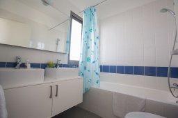 Ванная комната. Кипр, Лачи : Фантастическая вилла с 3-мя спальнями и потрясающим видом на Средиземное море, с открытым плавательным бассейном и барбекю