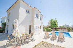 Фасад дома. Кипр, Сиренс Бич - Айя Текла : Прекрасная вилла с 3-мя спальнями, с удивительным зелёным садом, открытым бассейном и барбекю