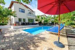 Фасад дома. Кипр, Санрайз Протарас : Замечательная современная вилла с 4-мя спальнями, с бассейном и приватным двориком