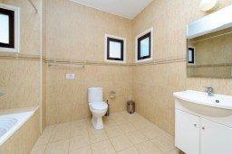 Ванная комната. Кипр, Санрайз Протарас : Замечательная современная вилла с 4-мя спальнями, с бассейном и приватным двориком