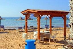Пляж Agia Thekla beach в Айя Текле, в районе пляжа Сиренс