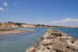 Пляж Faros Beach в Периволе