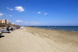 Пляж Маккензи бич / McKenzie beach в Ларнаке