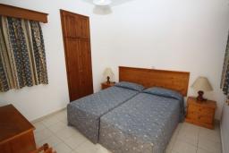 Кипр, Си Кейвз : Вилла с 3-мя спальнями, с бассейном и патио расположена в Coral Bay