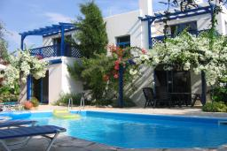 Кипр, Киссонерга : Вилла с 3-мя спальнями, с бассейном, красивым садом с патио и барбекю, расположена в Coral Bay