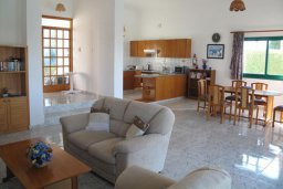 Гостиная. Кипр, Полис город : Уютная вилла с 2-мя спальнями, с бассейном, тенистой террасой с патио и барбекю, расположена в Лачи