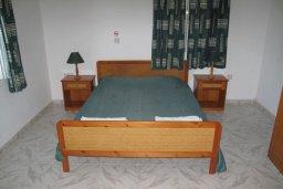 Спальня. Кипр, Полис город : Вилла с видом на море, с 2-мя спальнями, с бассейном, зелёным садом с патио и барбекю, расположена в Лачи