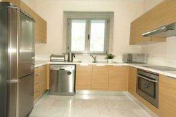 Кухня. Кипр, Пареклисия : Современная вилла с бассейном и зеленым двориком с барбекю, 3 спальни, 3 ванные комнаты, парковка, Wi-Fi
