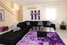 Гостиная. Кипр, Пареклисия : Современная вилла с бассейном и зеленым двориком с барбекю, 3 спальни, 3 ванные комнаты, парковка, Wi-Fi