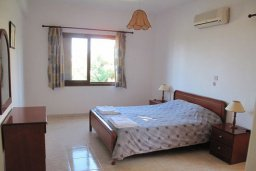 Спальня. Кипр, Полис город : Вилла с 2-мя спальнями, с бассейном,  зелёной территорией с патио и барбекю, расположена в Лачи