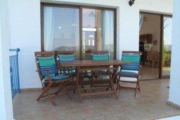 Терраса. Кипр, Полис город : Вилла с 2-мя спальнями, с бассейном,  зелёной территорией с патио и барбекю, расположена в Лачи