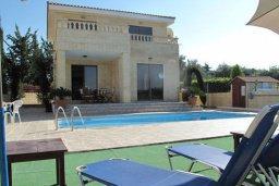 Фасад дома. Кипр, Полис город : Комфортабельная вилла с 2-мя спальнями, с бассейном, тенистой террасой с патио и барбекю, расположена в Лачи