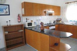 Кухня. Кипр, Полис город : Вилла с 2-мя спальнями, с бассейном, зелёной территорией, с патио и барбекю, расположена в Лачи