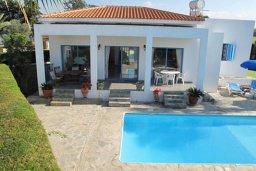 Фасад дома. Кипр, Полис город : Вилла с 2-мя спальнями, с бассейном, зелёной территорией, с патио и барбекю, расположена в Лачи