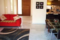 Кипр, Св. Рафаэль Лимассол : Вилла с 3-мя спальнями, с бассейном, зелёным садом с патио, расположена в Лимассоле