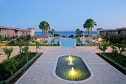 Территория. Кипр, Св. Рафаэль Лимассол : Таунхаус с 2-мя спальнями, в комплексе с бассейном, расположен в Лимассоле