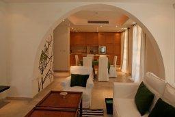 Гостиная. Кипр, Св. Рафаэль Лимассол : Таунхаус с 2-мя спальнями, в комплексе с бассейном, расположен в Лимассоле