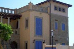 Фасад дома. Кипр, Св. Рафаэль Лимассол : Таунхаус с 2-мя спальнями, в комплексе с бассейном, расположен в Лимассоле