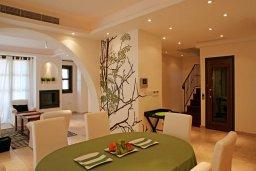 Обеденная зона. Кипр, Св. Рафаэль Лимассол : Таунхаус с 2-мя спальнями, в комплексе с бассейном, расположен в Лимассоле