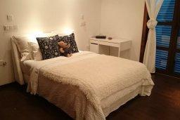 Спальня 2. Кипр, Св. Рафаэль Лимассол : Двухуровневый апартамент в 50 метрах от пляжа, в комплексе с большим бассейном, с просторной гостиной, тремя отдельными спальнями и четырьмя ванными комнатами