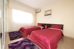Спальня. Кипр, Айос Тихонас Лимассол : Апартамент в комплексе с бассейном, с гостиной и двумя спальнями, для 4 человек