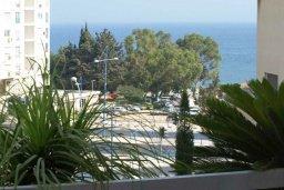 Вид на море. Кипр, Айос Тихонас Лимассол : Апартамент в комплексе с бассейном, с гостиной и двумя спальнями, для 4 человек