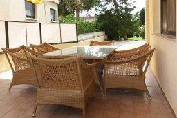 Патио. Кипр, Айос Тихонас Лимассол : Шикарная вилла с 3-мя спальнями, с бассейном, тренажерным залом, расположена в Лимассоле