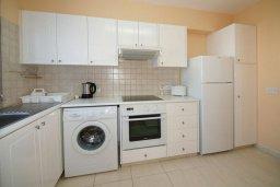 Кухня. Кипр, Гермасойя Лимассол : Апартамент в комплексе с бассейном, с большой гостиной, тремя отдельными спальнями и двумя ванными комнатами, для 6 человек