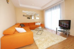 Гостиная. Кипр, Гермасойя Лимассол : Апартамент в комплексе с бассейном, с большой гостиной, тремя отдельными спальнями и двумя ванными комнатами, для 6 человек