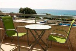 Балкон. Кипр, Центр Лимассола : Апартамент в 50 метрах от пляжа, с балконом и видом на море, с большой гостиной, тремя отдельными спальнями и двумя ванными комнатами, для 6 человек