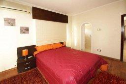 Спальня. Кипр, Центр Лимассола : Апартамент в 50 метрах от пляжа, с балконом и видом на море, с большой гостиной, тремя отдельными спальнями и двумя ванными комнатами, для 6 человек