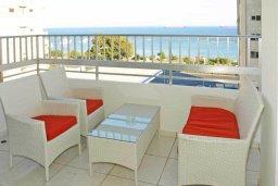 Балкон. Кипр, Центр Лимассола : Роскошный апартамент в 50 метрах от пляжа, с балконом и видом на море, с большой гостиной, тремя отдельными спальнями и двумя ванными комнатами, для 6 человек