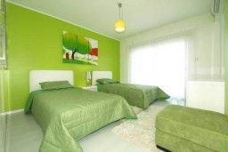Спальня 2. Кипр, Центр Лимассола : Роскошный апартамент в 50 метрах от пляжа, с балконом и видом на море, с большой гостиной, тремя отдельными спальнями и двумя ванными комнатами, для 6 человек