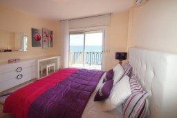 Спальня 2. Кипр, Гермасойя Лимассол : Двухуровневый апартамент в 20 метрах от пляжа, с балконом, террасой и шикарным видом на море, с большой гостиной, четырьмя отдельными спальнями, тремя ванными комнатами, для 8 человек