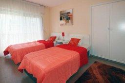 Спальня 4. Кипр, Гермасойя Лимассол : Двухуровневый апартамент в 20 метрах от пляжа, с балконом, террасой и шикарным видом на море, с большой гостиной, четырьмя отдельными спальнями, тремя ванными комнатами, для 8 человек