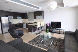 Гостиная. Кипр, Перволия : Апартамент в 100 метрах от пляжа, с террасой и видом на море, с большой гостиной, тремя спальнями и двумя ванными комнатами, для 6 человек