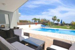 Патио. Кипр, Перволия : Апартамент в 100 метрах от пляжа, с террасой и видом на море, с большой гостиной, тремя спальнями и двумя ванными комнатами, для 6 человек
