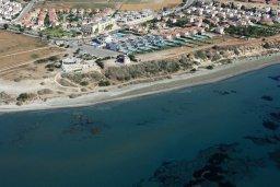 Территория. Кипр, Перволия : Апартамент в 100 метрах от пляжа, с террасой и видом на море, с большой гостиной, тремя спальнями и двумя ванными комнатами, для 6 человек