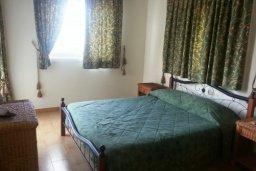 Спальня 2. Кипр, Декелия - Ороклини : Двухэтажная вилла недалеко от пляжа с частичным видом на море, 3 спальни, 2 ванные комнаты, сад, Wi-Fi