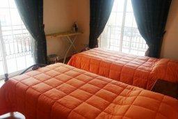 Спальня 3. Кипр, Декелия - Ороклини : Двухэтажная вилла недалеко от пляжа с частичным видом на море, 3 спальни, 2 ванные комнаты, сад, Wi-Fi