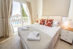 Спальня. Кипр, Сиренс Бич - Айя Текла : Шикарная вилла с бассейном и зелёным двориком, с 3-мя спальнями, патио и барбекю