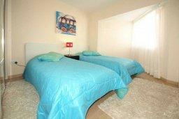 Спальня. Кипр, Гермасойя Лимассол : Апартамент в 15 метрах от пляжа, с балконом и видом на море, с гостиной, двумя отдельными спальнями и двумя ванными комнатами, для 4 человек