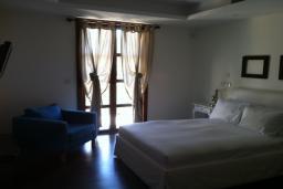 Спальня 2. Кипр, Св. Рафаэль Лимассол : Великолепная вилла с 4-мя спальнями, с бассейном, зелёной территорией, патио и барбекю