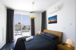 Спальня. Кипр, Пафос город : Потрясающая вилла с 3-мя спальнями, с бассейном и солнечной террасой, расположена в Пафосе