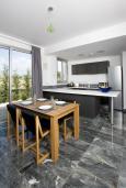 Кухня. Кипр, Пафос город : Шикарная вилла с 2-мя спальнями, с бассейном, солнечной террасой с патио, расположена в Пафосе