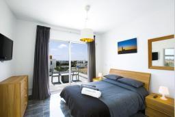 Спальня. Кипр, Пафос город : Уютная вилла с бассейном, барбекю и солнечной террасой, расположена в Пафосе