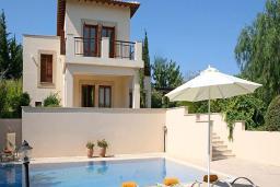 Кипр, Афродита Хиллз : Потрясающая вилла с 4-мя спальнями, с бассейном, зелёным садом, расположена в Афродита Хиллз