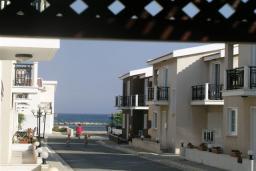 Территория. Кипр, Декелия - Ороклини : Двухэтажная вилла недалеко от пляжа с зеленым двориком, 3 спальни, 2 ванные комнаты, Wi-Fi